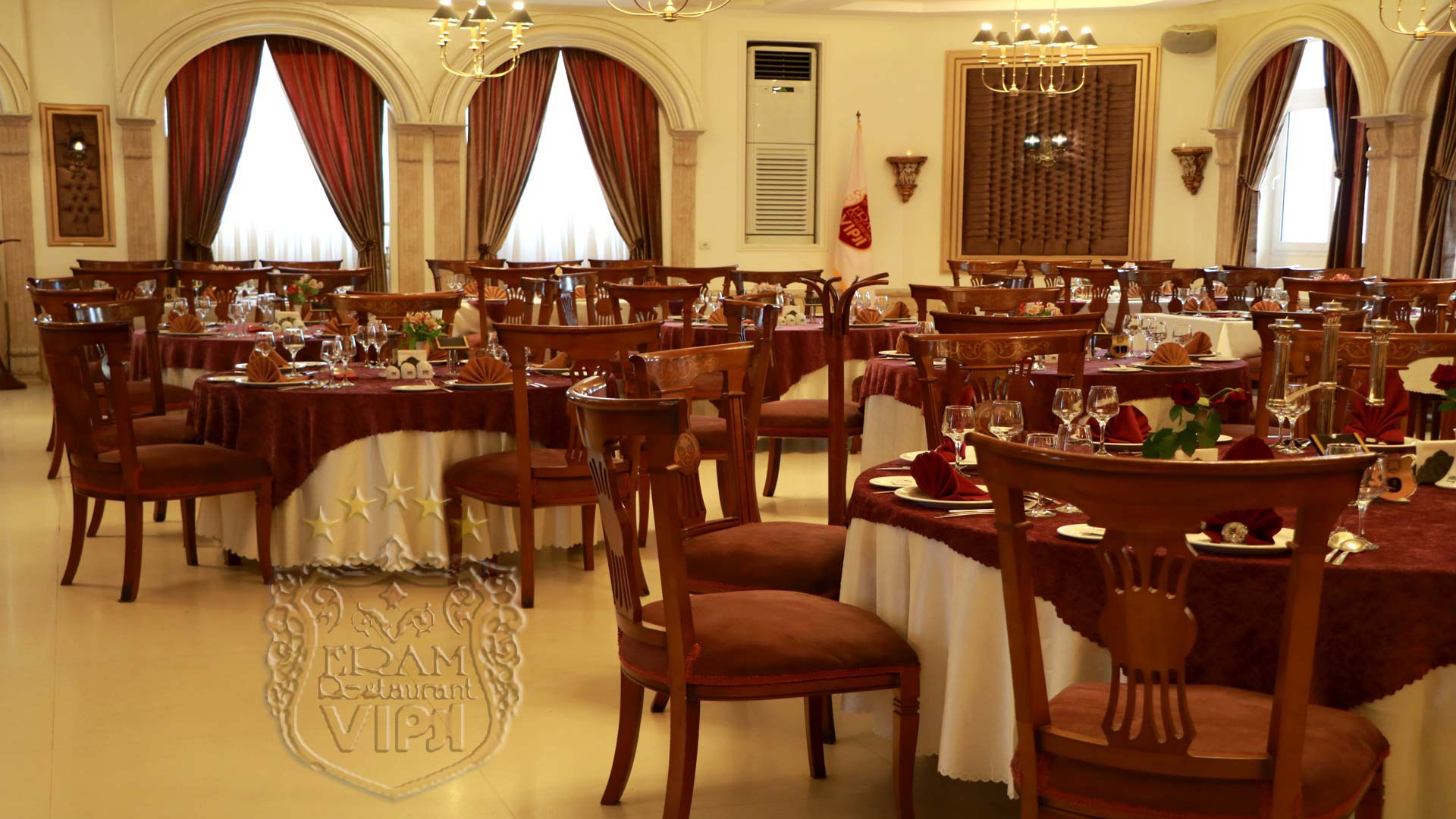 فضای VIP رستوران ارم شاندیز
